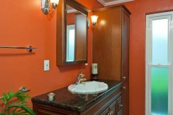 1953-Carolina-Ave-NE-St-small-015-Bathroom-666x447-72dpi-666x386