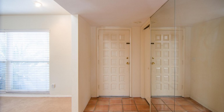 5166-Horseshoe-Pl-Ne-large-012-Entryway-1500x994-72dpi-770x386