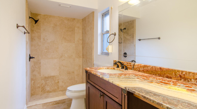 7243 57th Ave N Saint-large-013-12-Master Bath-1500x994-72dpi