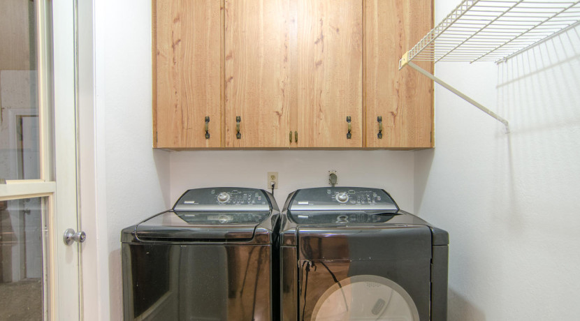 7243 57th Ave N Saint-large-021-15-Laundry Room-1500x994-72dpi