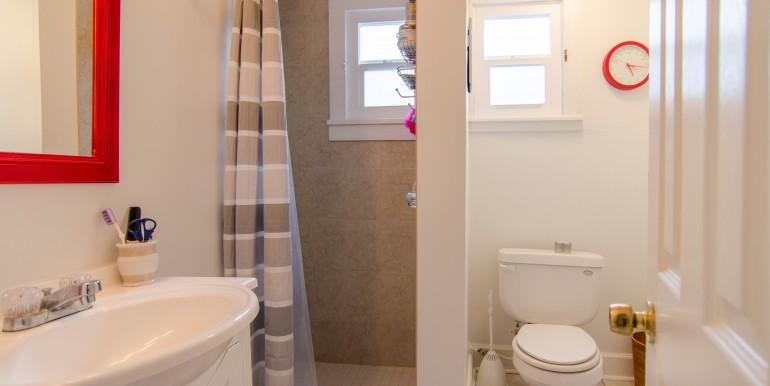 1255-10th-St-N-Saint-print-015-Bathroom-Apt-1-4200x2782-300dpi-770x386