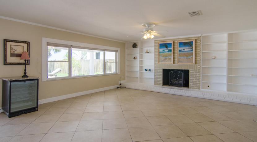 3830 Shore Acres Blvd NE Saint-large-005-Living Room-1500x928-72dpi