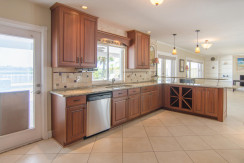 3830 Shore Acres Blvd NE Saint-large-010-Kitchen-1500x997-72dpi