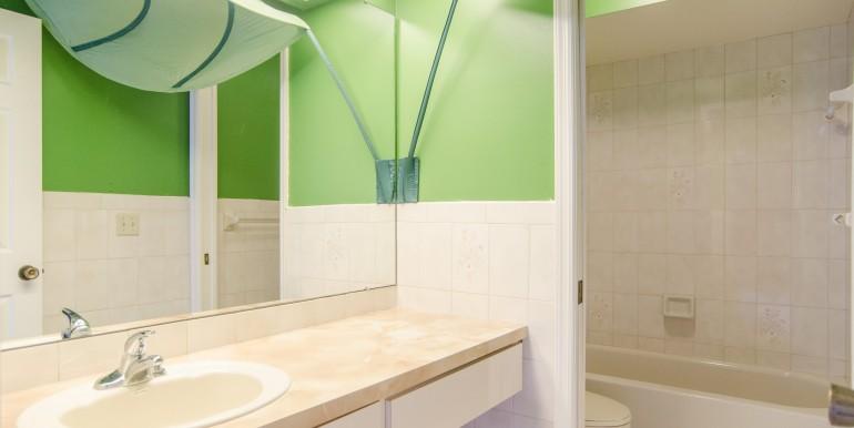 1720-Glen-Lakes-Blvd-N-Saint-print-015-11-Bathroom-4200x3140-300dpi-770x386