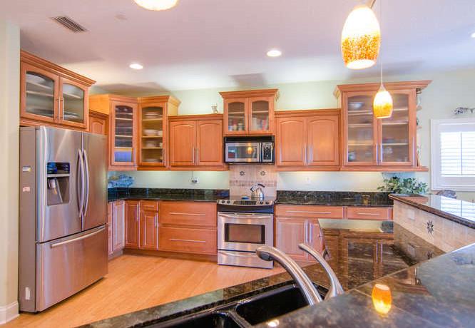 2043 Bayou Grande Blvd NE-small-003-34-Kitchen-666x462-72dpi