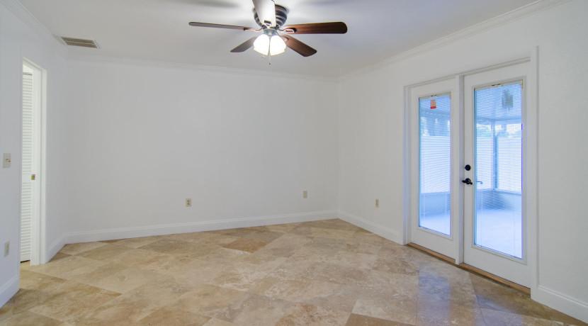 7243 57th Ave N Saint-large-011-9-Master Bedroom-1500x901-72dpi