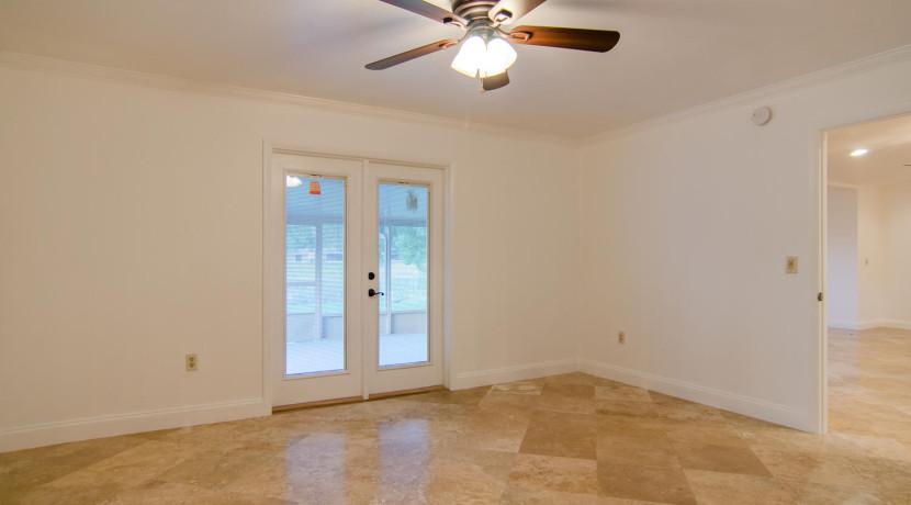 7243 57th Ave N Saint-large-012-10-Master Bedroom-1500x994-72dpi