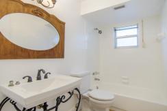 7243 57th Ave N Saint-large-018-23-Bathroom-1500x994-72dpi